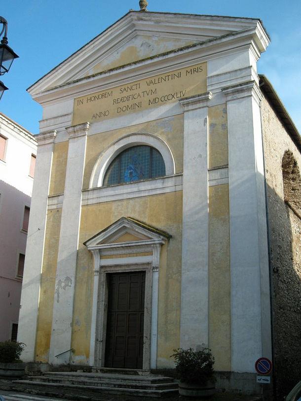 La chiesa di S.Valentino è di antica fondazione e, come la chiesa di  S.Pancrazio, è citata nelle iscrizioni della porta della chiesa abbaziale  cassinese,